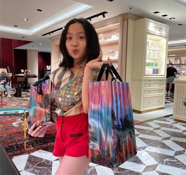 Con gái út của Phượng Chanel: 11 tuổi đã biết dùng đồ hiệu, sớm chứng tỏ gu thời trang sành điệu hơn hẳn bạn bè đồng trang lứa - Ảnh 5.