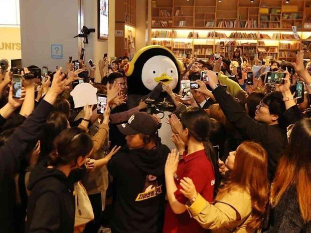 Chim cánh cụt Pengsoo: Thần tượng mới của người Hàn Quốc bởi tính cách không giống ai, dám đi ngược lại chuẩn mực và định kiến của xứ kim chi - Ảnh 5.