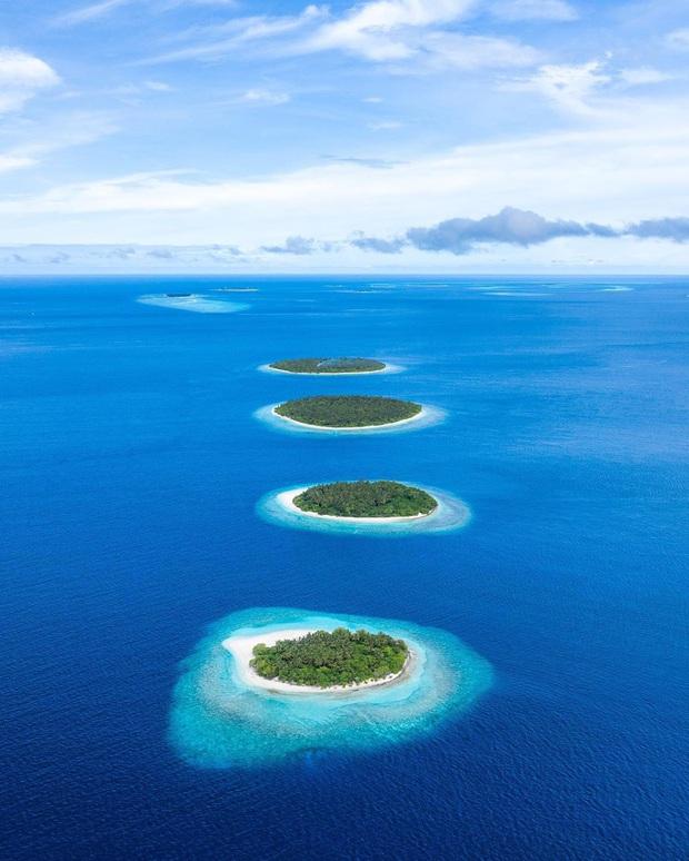 """Muốn biết bàn tay mẹ thiên nhiên kỳ diệu thế nào, cứ nhìn vào 5 hòn đảo """"nằm thẳng tắp thành 1 hàng"""" ở Maldives này sẽ rõ! - Ảnh 6."""