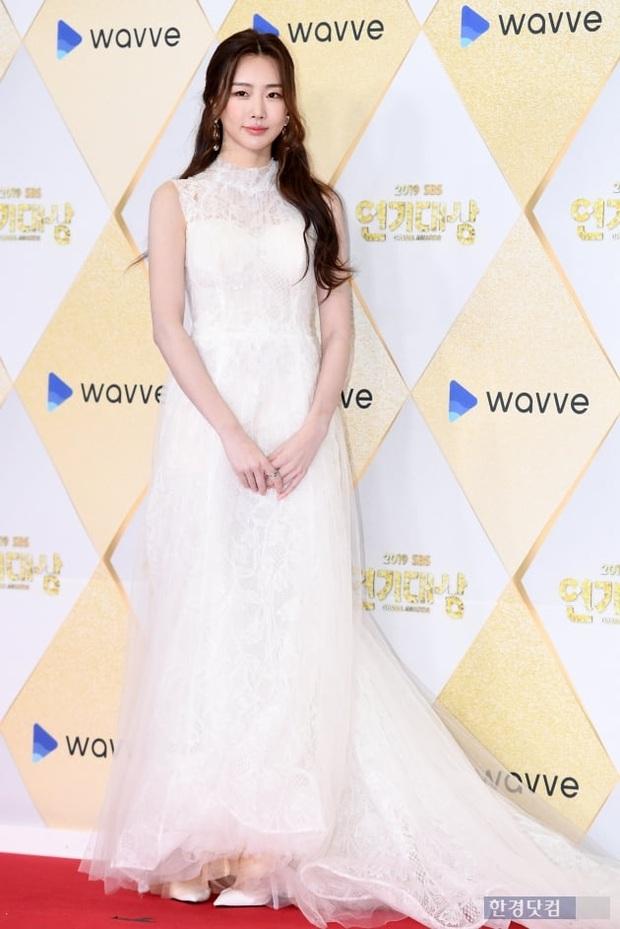Siêu thảm đỏ SBS Drama Awards 2019: Jang Nara đẹp nức nở, Suzy lấn át cả Hoa hậu Hàn hở bạo và dàn minh tinh quyền lực - Ảnh 14.