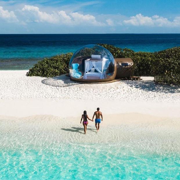 """Muốn biết bàn tay mẹ thiên nhiên kỳ diệu thế nào, cứ nhìn vào 5 hòn đảo """"nằm thẳng tắp thành 1 hàng"""" ở Maldives này sẽ rõ! - Ảnh 1."""