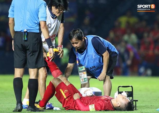 Cận cảnh Quang Hải bị cầu thủ U23 UAE đạp chân nguy hiểm từ phía sau, suýt gặp chấn thương nặng  - Ảnh 5.
