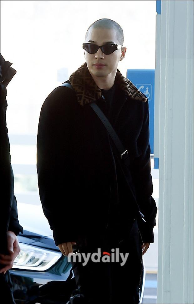 Taeyang (BIGBANG) lần đầu lộ diện sau thời gian vắng bóng, gây bão với đầu trọc càng nhìn càng ngầu muốn xỉu - Ảnh 3.