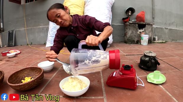 Đúng là chỉ có bà Tân Vlog: ăn kim chi củ cải bà làm thì phải ngồi xổm ăn sẽ càng ngon nhé các cháu! - Ảnh 3.