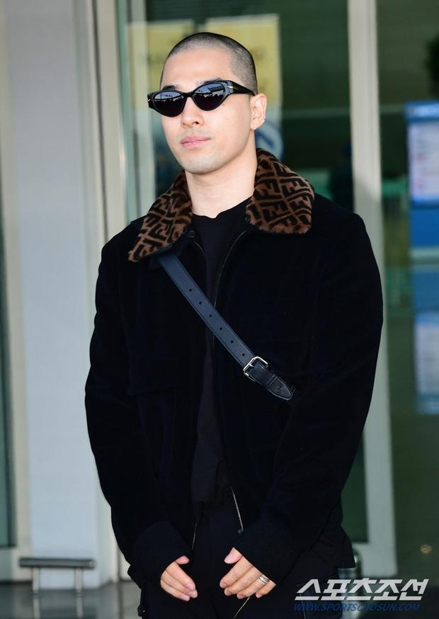 Taeyang (BIGBANG) lần đầu lộ diện sau thời gian vắng bóng, gây bão với đầu trọc càng nhìn càng ngầu muốn xỉu - Ảnh 5.