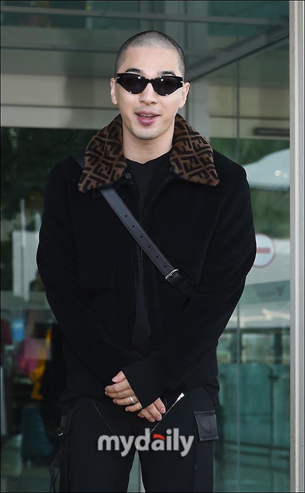Taeyang (BIGBANG) lần đầu lộ diện sau thời gian vắng bóng, gây bão với đầu trọc càng nhìn càng ngầu muốn xỉu - Ảnh 6.