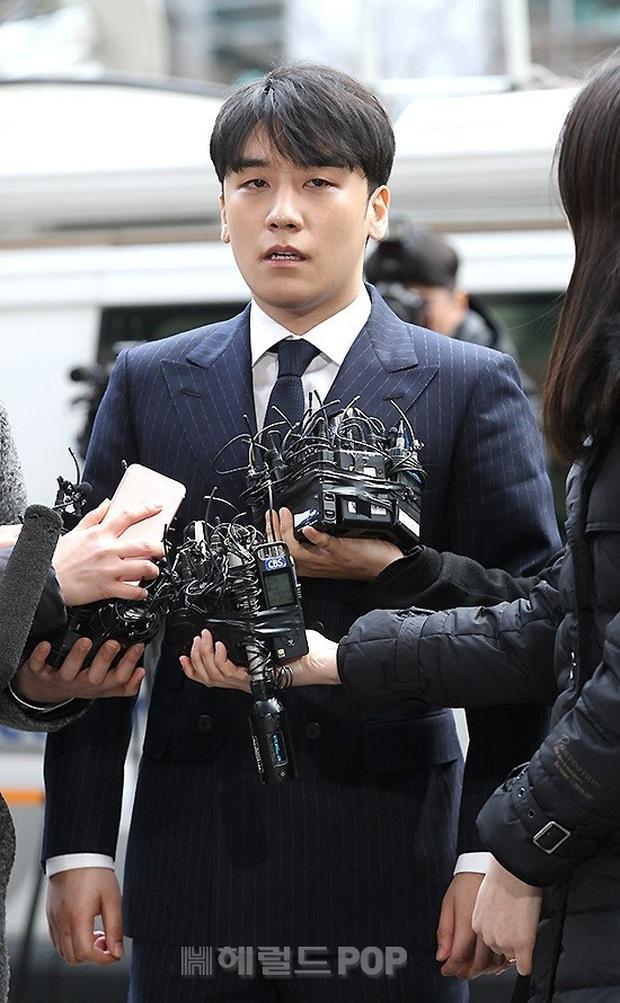 Sau 8 tháng im ắng, công tố xin lệnh bắt giữ khẩn cấp Seungri vì 7 cáo buộc hình sự - Ảnh 1.