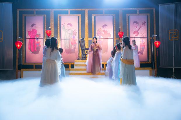 Thị Bình Nhật Kim Anh của Tiếng Sét Trong Mưa mang tích 12 Bà Mụ và truyền thuyết Thạch Sùng vào MV mới, khoe vẻ đẹp mặn mà không tuổi - Ảnh 3.