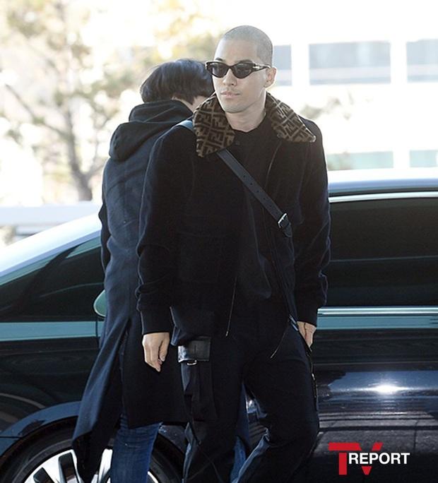 Taeyang (BIGBANG) lần đầu lộ diện sau thời gian vắng bóng, gây bão với đầu trọc càng nhìn càng ngầu muốn xỉu - Ảnh 1.
