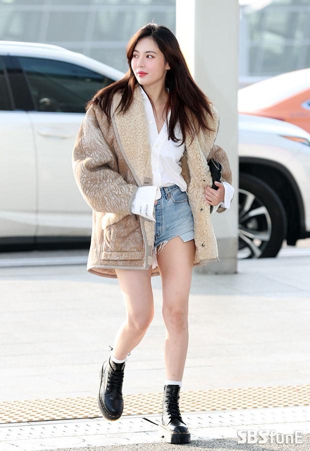 """HyunA diện đồ đơn giản lên đường sang Việt Nam, Red Velvet xinh hết cỡ nhưng Joy như lùn đi cả tất vì bị stylist """"hại"""" - Ảnh 1."""