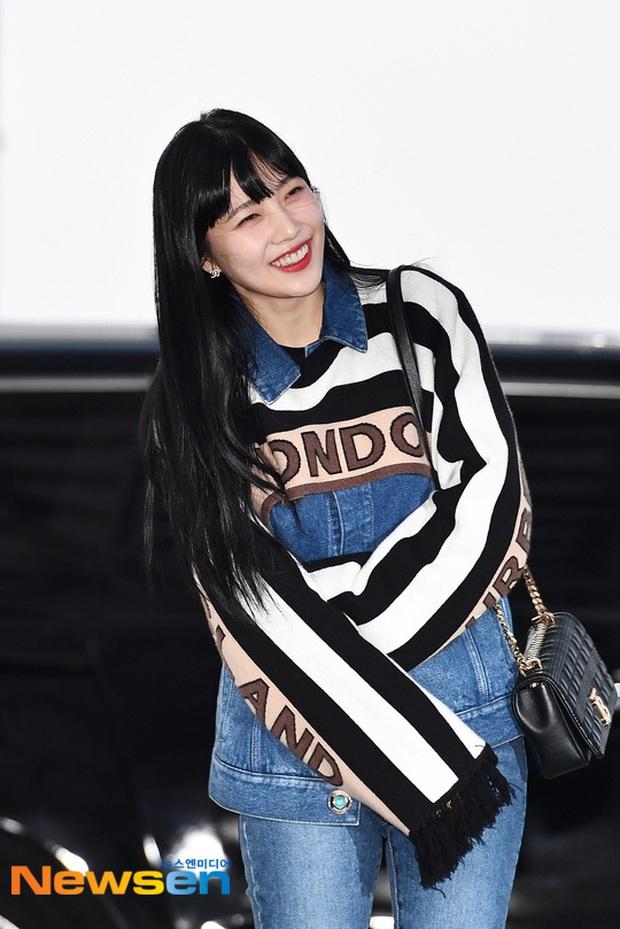 """HyunA diện đồ đơn giản lên đường sang Việt Nam, Red Velvet xinh hết cỡ nhưng Joy như lùn đi cả tất vì bị stylist """"hại"""" - Ảnh 8."""