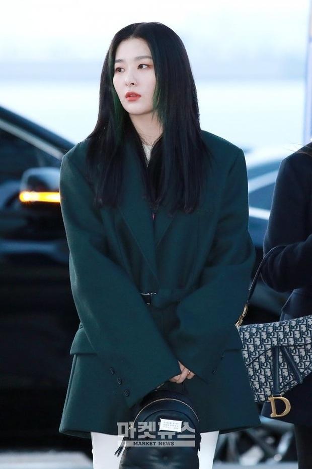 """HyunA diện đồ đơn giản lên đường sang Việt Nam, Red Velvet xinh hết cỡ nhưng Joy như lùn đi cả tất vì bị stylist """"hại"""" - Ảnh 11."""