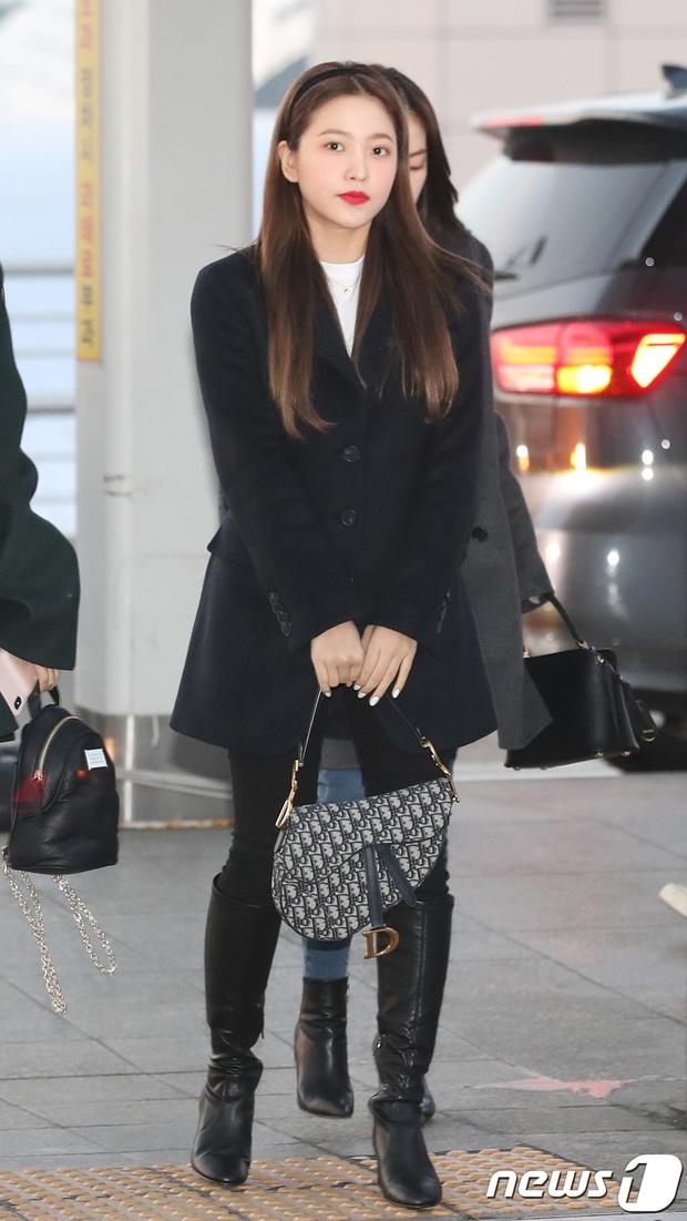 """HyunA diện đồ đơn giản lên đường sang Việt Nam, Red Velvet xinh hết cỡ nhưng Joy như lùn đi cả tất vì bị stylist """"hại"""" - Ảnh 6."""