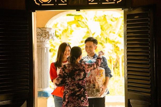 """Suni Hạ Linh, Đỗ Hoàng Dương rủ rê nhau về quê, tiện thể mời gọi cả Xesi, Vũ Thảo My, MLee cùng quẩy trong MV """"Tết Là Sum Vầy - Ảnh 4."""