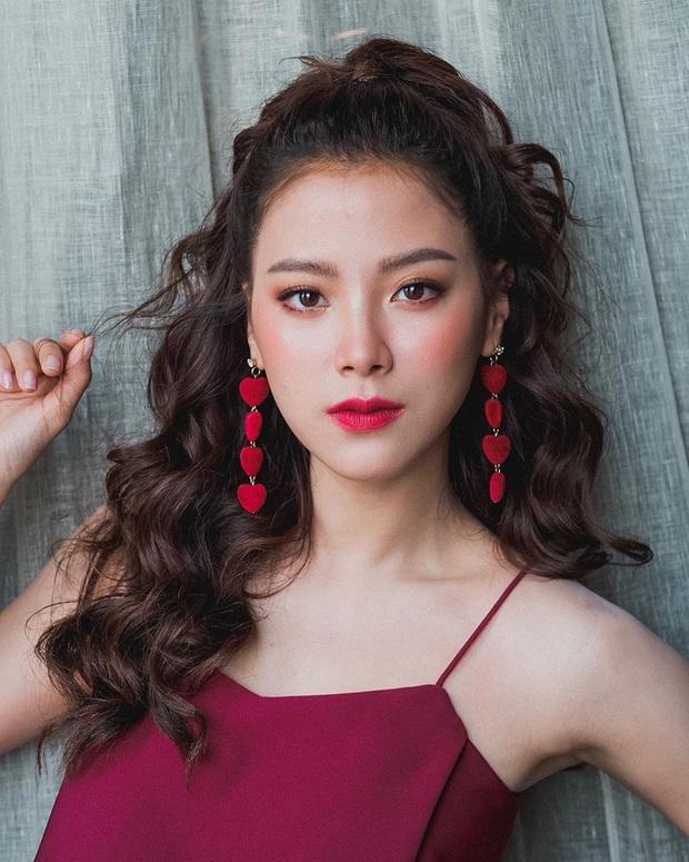 3 mỹ nhân 9X siêu hot đủ sức kế thừa danh xưng chị đại showbiz Thái: Yaya, Baifern hay nàng thơ của Sơn Tùng? - Ảnh 15.