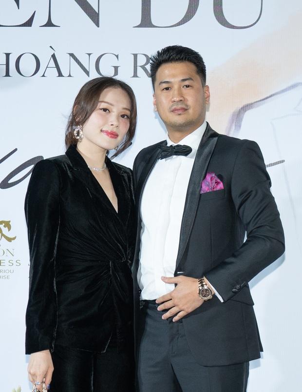 Phillip Nguyễn tình tứ bên bạn gái Linh Rin, cùng Phạm Quỳnh Anh, Erik và dàn sao Vbiz tề tựu trong sự kiện - Ảnh 6.