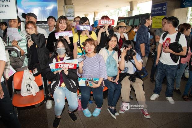 Nữ hoàng sexy HyunA gây sốt với làn da đời thực đẹp khó tin, xinh miễn chê bên Monsta X tại sân bay Tân Sơn Nhất - Ảnh 15.