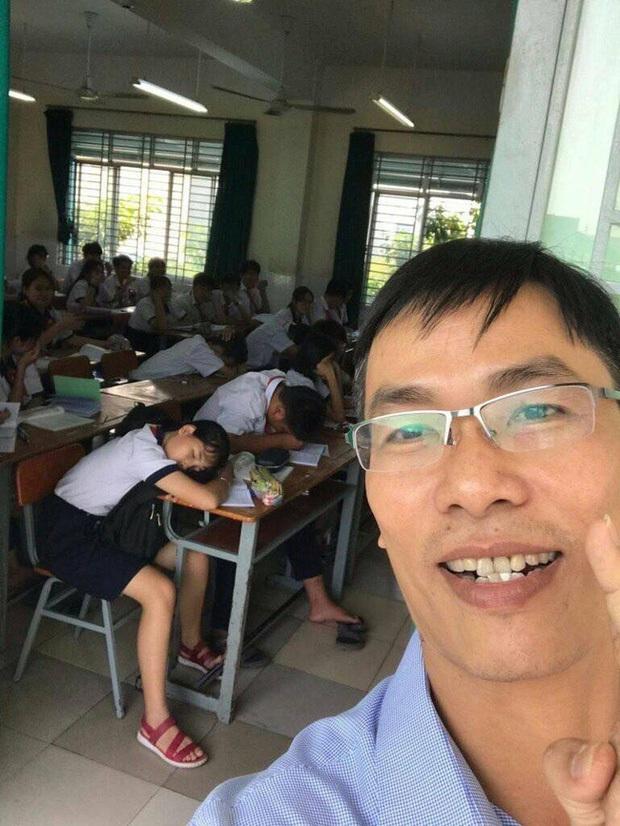 Thấy trò ngồi ngay bàn đầu nhưng dám ngủ gật trong lớp, thầy giáo nhẹ nhàng làm một hành động khiến học trò sợ xanh mặt không dám tái phạm - Ảnh 3.