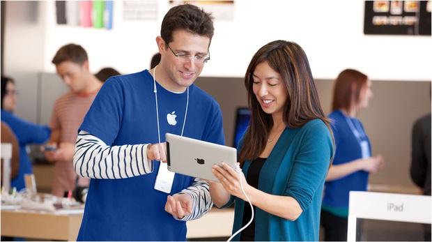 Nhân viên Vingroup được tặng Vsmart miễn phí, còn nhân viên Apple liệu có nhận về iPhone dễ dàng như vậy? - Ảnh 2.