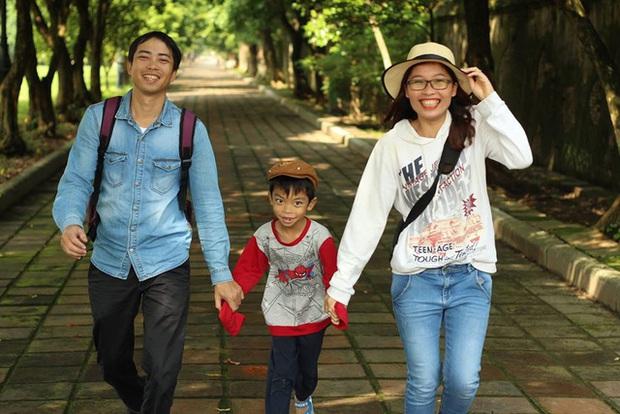 Bỏ công việc thu nhập cao ngất ngưởng, cô giáo Hà Nội sở hữu trung tâm tiếng Anh về quê ủ phân trồng rau: Cuộc sống mà Đen Vâu mơ ước là đây chứ đâu! - Ảnh 2.