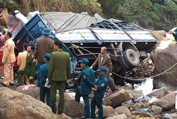 Dòng chia sẻ vô cảm nghi của chủ công ty vận tải sau tai nạn khiến 3 người tử vong gây phẫn nộ: Sao xe tôi lại biến dạng như vậy, thuê thằng này lái chỉ mất tiền toi - Ảnh 2.