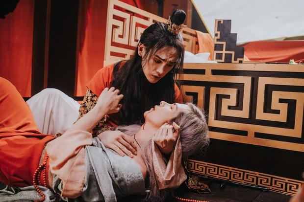 """""""Tự Tâm"""" - khi """"đam mỹ Việt"""" được Nguyễn Trần Trung Quân và Denis Đặng đẩy đến tận cùng của sự táo bạo - Ảnh 3."""