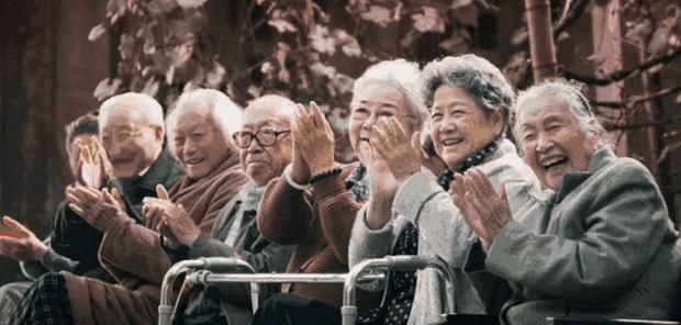 Khủng hoảng cô đơn ở tuổi xế chiều khiến người già Trung Quốc phải tìm bạn tình ở công viên, cuối cùng đối mặt với nguy cơ nhiễm HIV - Ảnh 4.