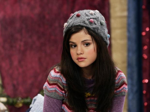 5 màn lột xác hậu dậy thì của loạt diễn viên đình đám: Ná thở với vẻ sexy của Selena, cậu bé karate ngày càng siêng cởi - Ảnh 2.