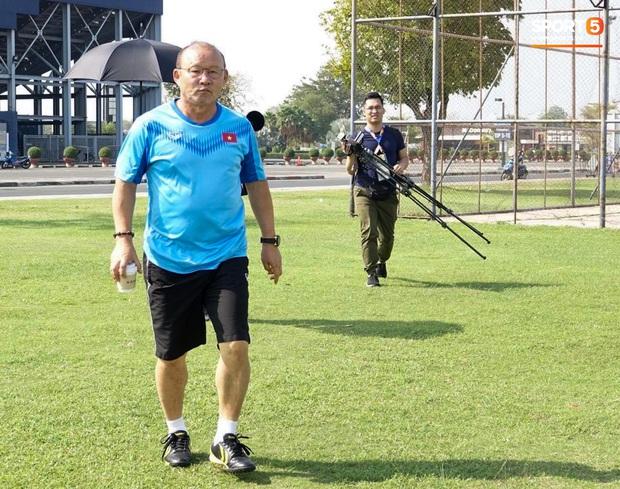 """Bùi Tiến Dũng đạp """"xích lô"""", cười thả ga cùng đàn em sau màn trở lại ấn tượng ở U23 Việt Nam - Ảnh 4."""