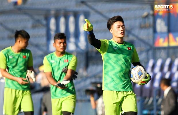 """Bùi Tiến Dũng đạp """"xích lô"""", cười thả ga cùng đàn em sau màn trở lại ấn tượng ở U23 Việt Nam - Ảnh 6."""