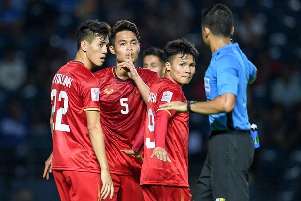 Tuyển thủ U23 Việt Nam hành động thiếu kiềm chế với trọng tài chính ở VCK U23 châu Á 2020 - Ảnh 2.