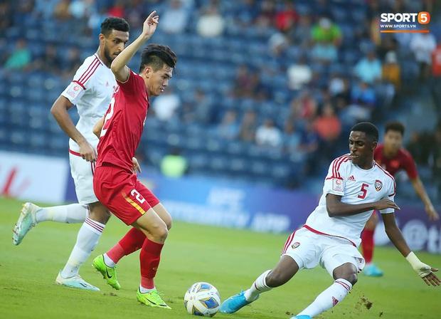 Tuyển thủ U23 Việt Nam hành động thiếu kiềm chế với trọng tài chính ở VCK U23 châu Á 2020 - Ảnh 9.