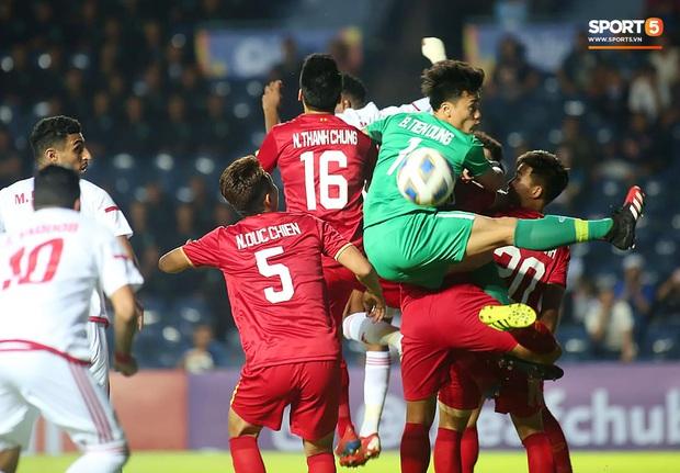 """Bùi Tiến Dũng đạp """"xích lô"""", cười thả ga cùng đàn em sau màn trở lại ấn tượng ở U23 Việt Nam - Ảnh 9."""