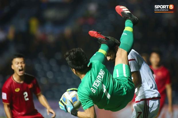 """Bùi Tiến Dũng đạp """"xích lô"""", cười thả ga cùng đàn em sau màn trở lại ấn tượng ở U23 Việt Nam - Ảnh 8."""