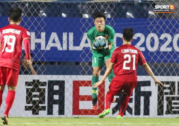 """Bùi Tiến Dũng đạp """"xích lô"""", cười thả ga cùng đàn em sau màn trở lại ấn tượng ở U23 Việt Nam - Ảnh 10."""