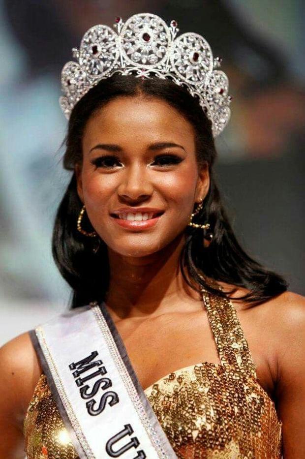 Cả chục nghìn người phát cuồng vì khoảnh khắc Hoa hậu Hoàn vũ 2011 đăng quang: Đúng là xứng danh búp bê Barbie thế giới! - Ảnh 5.