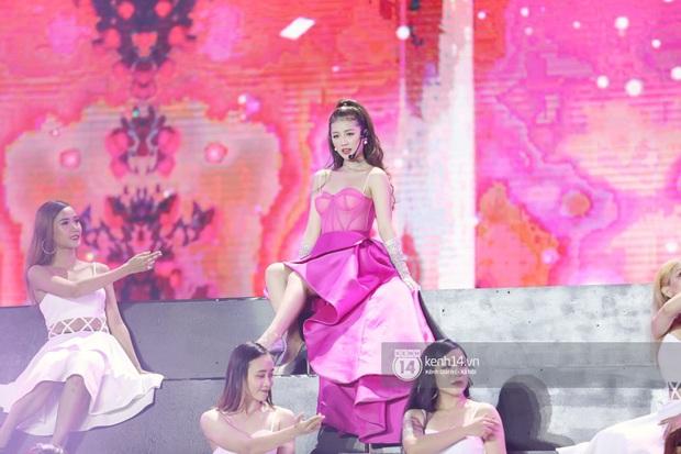 Đêm nhạc khủng Year End Party Hàn-Việt: Hyuna - Monsta X sexy bùng nổ, K-ICM và cặp Canh Ba gây sốt với sân khấu quá đỉnh - Ảnh 32.