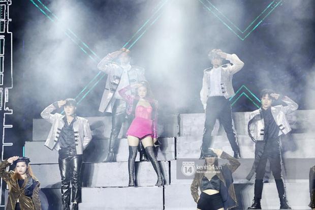 Đêm nhạc khủng Year End Party Hàn-Việt: Hyuna - Monsta X sexy bùng nổ, K-ICM và cặp Canh Ba gây sốt với sân khấu quá đỉnh - Ảnh 35.