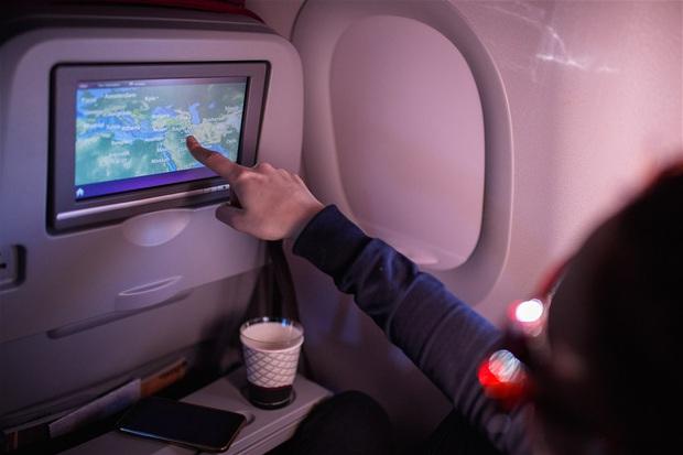 Ai ngờ những bộ phim chúng ta xem để giải trí khi đi máy bay lại được kiểm chọn cực gắt gao, còn có hẳn một đội ngũ chuyên gia duyệt - Ảnh 4.