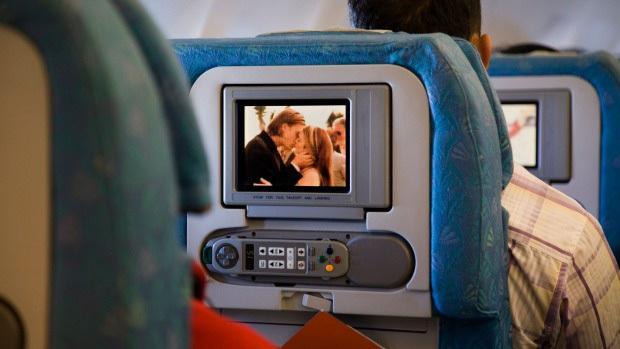 Ai ngờ những bộ phim chúng ta xem để giải trí khi đi máy bay lại được kiểm chọn cực gắt gao, còn có hẳn một đội ngũ chuyên gia duyệt - Ảnh 2.