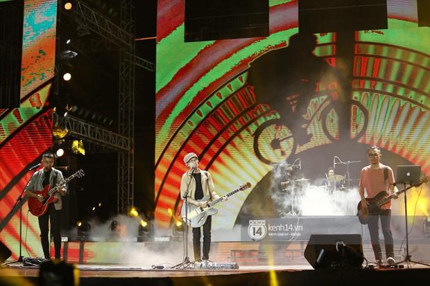 Đêm nhạc khủng Year End Party Hàn-Việt: Hyuna - Monsta X sexy bùng nổ, K-ICM và cặp Canh Ba gây sốt với sân khấu quá đỉnh - Ảnh 42.