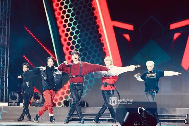 Đêm nhạc khủng Year End Party Hàn-Việt: Hyuna - Monsta X sexy bùng nổ, K-ICM và cặp Canh Ba gây sốt với sân khấu quá đỉnh - Ảnh 45.