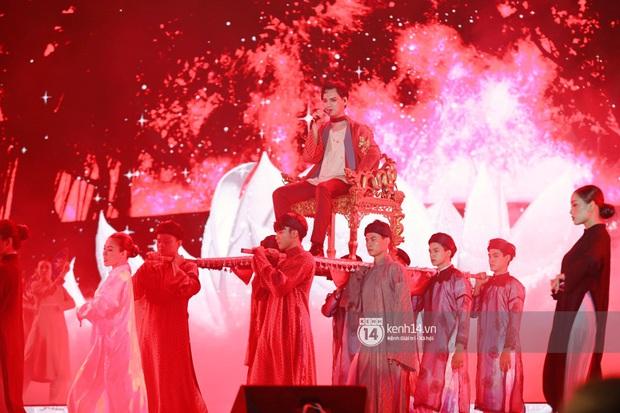 Đêm nhạc khủng Year End Party Hàn-Việt: Hyuna - Monsta X sexy bùng nổ, K-ICM và cặp Canh Ba gây sốt với sân khấu quá đỉnh - Ảnh 12.