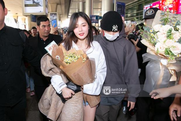 Đầu năm xôm tụ, cả quân đoàn sao Hàn tình cờ đổ bộ Việt Nam: Hyuna dẫn cả người yêu, EXO và Monsta X gây nổ sân bay - Ảnh 1.
