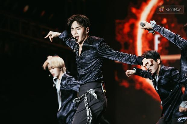 Đêm nhạc khủng Year End Party Hàn-Việt: Hyuna - Monsta X sexy bùng nổ, K-ICM và cặp Canh Ba gây sốt với sân khấu quá đỉnh - Ảnh 6.