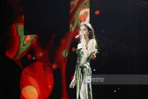 Đêm nhạc khủng Year End Party Hàn-Việt: Hyuna - Monsta X sexy bùng nổ, K-ICM và cặp Canh Ba gây sốt với sân khấu quá đỉnh - Ảnh 21.