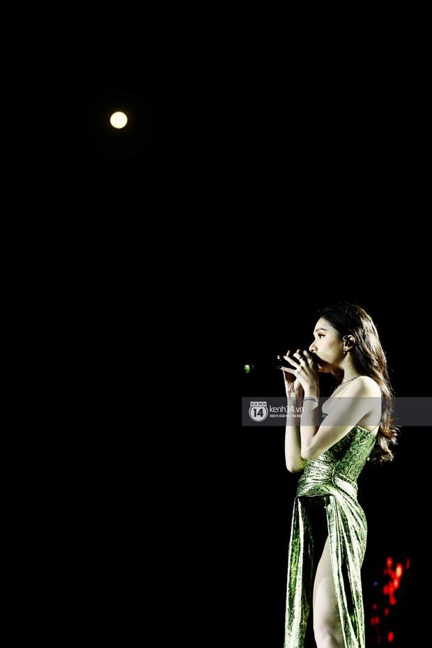 Đêm nhạc khủng Year End Party Hàn-Việt: Hyuna - Monsta X sexy bùng nổ, K-ICM và cặp Canh Ba gây sốt với sân khấu quá đỉnh - Ảnh 20.