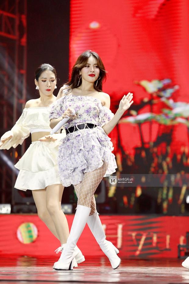 Đêm nhạc khủng Year End Party Hàn-Việt: Hyuna - Monsta X sexy bùng nổ, K-ICM và cặp Canh Ba gây sốt với sân khấu quá đỉnh - Ảnh 1.