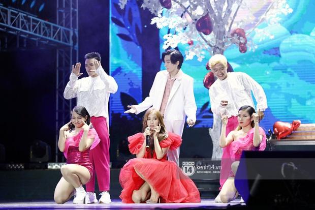 Đêm nhạc khủng Year End Party Hàn-Việt: Hyuna - Monsta X sexy bùng nổ, K-ICM và cặp Canh Ba gây sốt với sân khấu quá đỉnh - Ảnh 36.