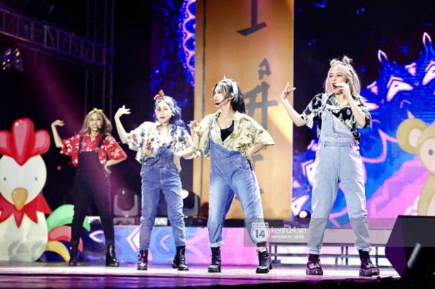 Đêm nhạc khủng Year End Party Hàn-Việt: Hyuna - Monsta X sexy bùng nổ, K-ICM và cặp Canh Ba gây sốt với sân khấu quá đỉnh - Ảnh 39.